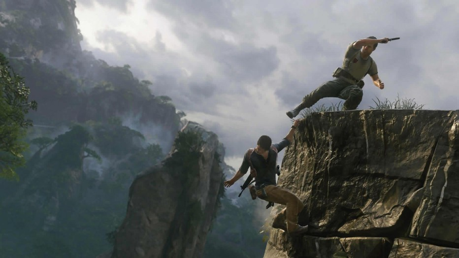 Uncharted_4_enemy_kicking_at_drake_1448638111.jpg